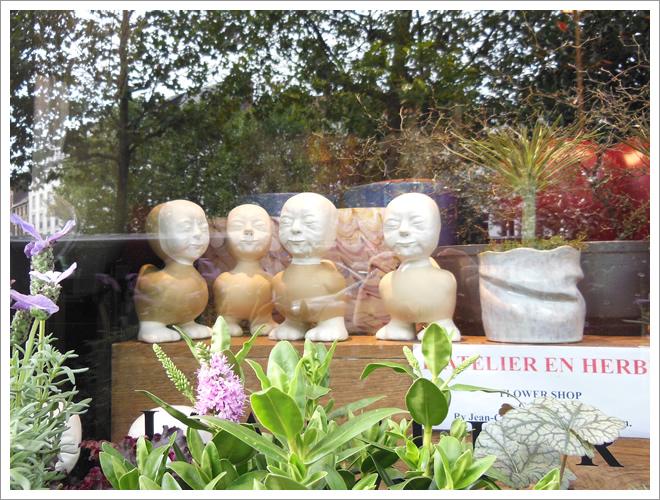 ブリュッセルのシュールなオブジェ 京都 ホームページ プリュムフロワドゥ アール・ノアール